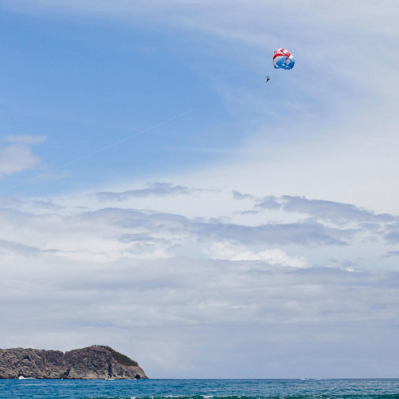 tours-parasailing